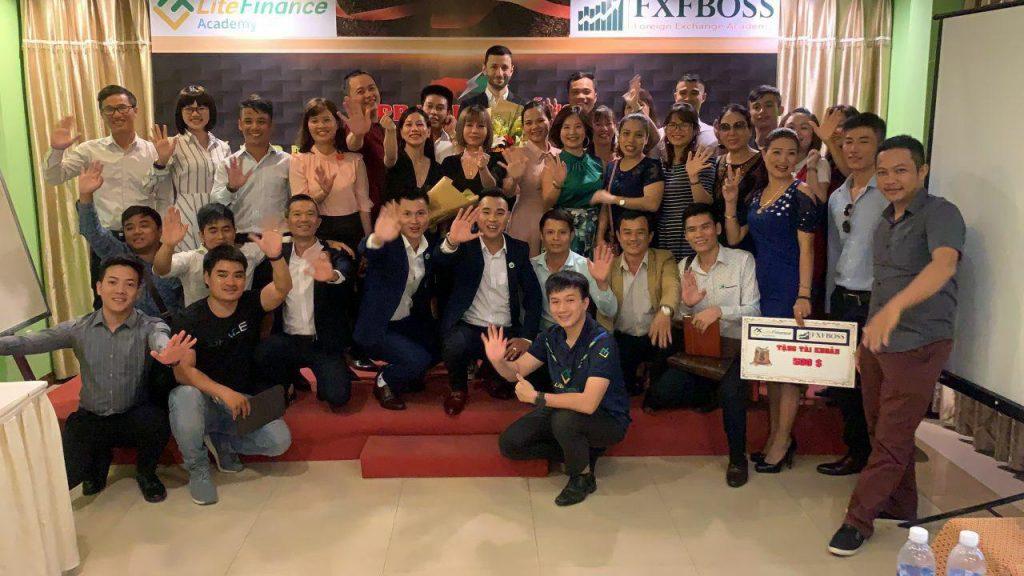 Hình ảnh hội thảo của LiteFinance được tổ chức tại Đà Nẵng và Hà Nội