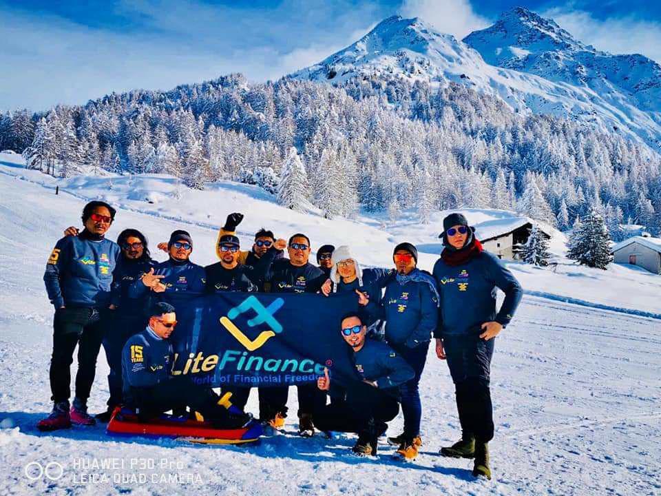 LiteForex chinh phục đỉnh núi cao nhất Thế Giới - Everest